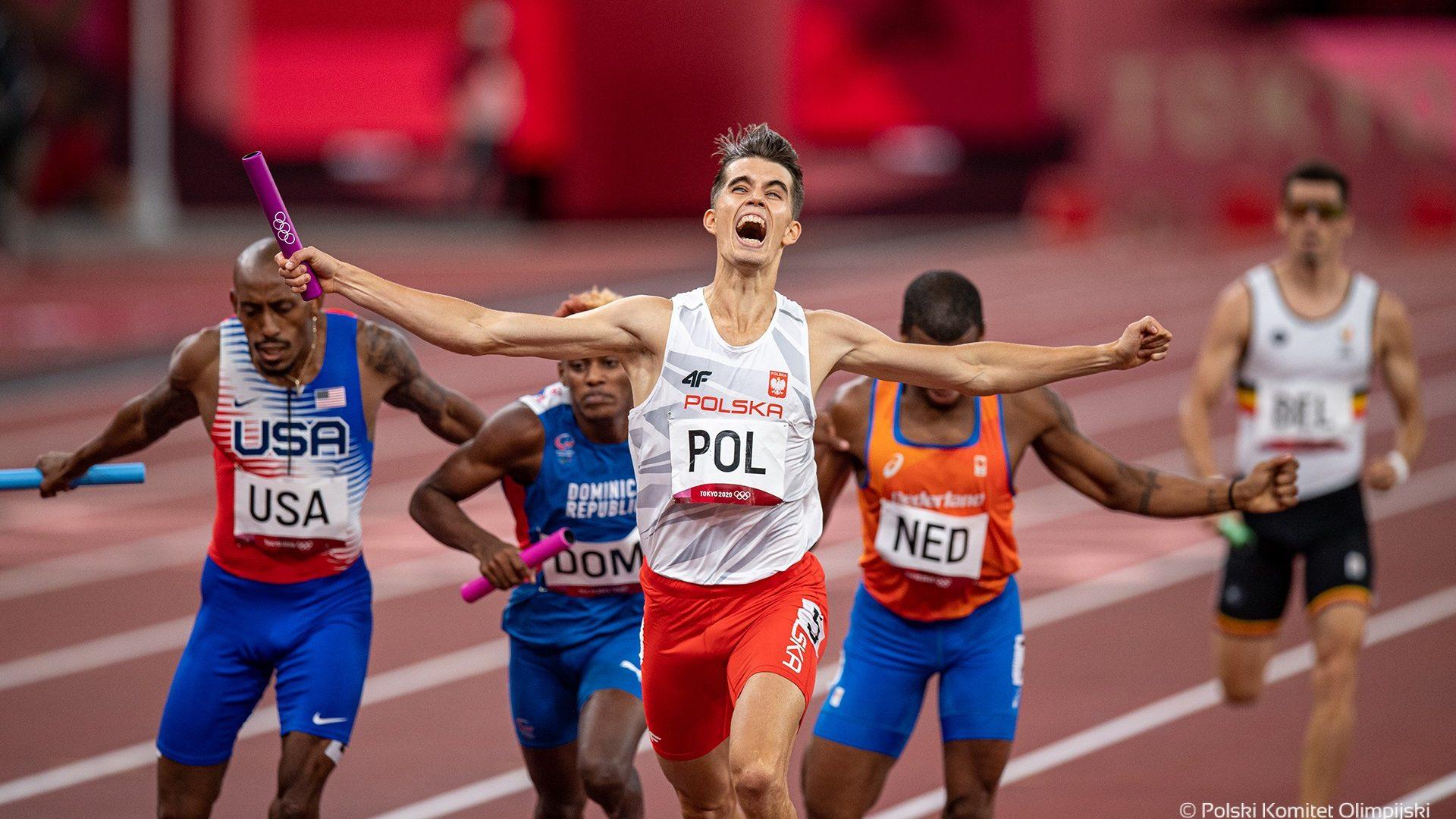 Kajetan Duszyński crossing the finish line in the mixed 4x400m relay, Photo by Marek Biczyk PKOL